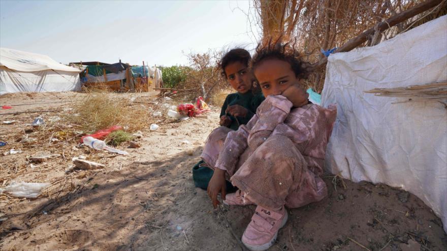 Niños yemeníes en el campamento de desplazados de Marib (centro-oeste), 18 de febrero de 2021. (Foto: AFP)