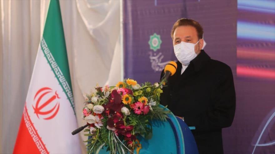 El jefe del Gabinete del presidente iraní, MahmudVaezi, ofrece un discurso durante un acto.