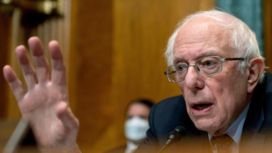 El senador demócrata Bernie Sanders testifica en una audiencia en el Capitolio en Washington D.C., 10 de febrero de 2021. (Foto: AFP)