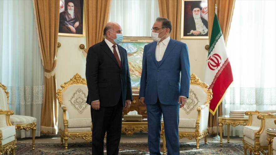 Secretario del Consejo Supremo de Seguridad Nacional de Irán (dcha.) y el canciller iraquí en Teherán, 27 de febrero de 2021. (Foto: Mehrnews)