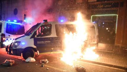 Vídeo: Disturbios en Barcelona durante protestas por rapero Hasél