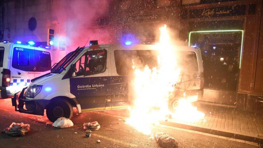 Vídeo: Disturbios en Barcelona durante protestas por rapero Hasél | HISPANTV