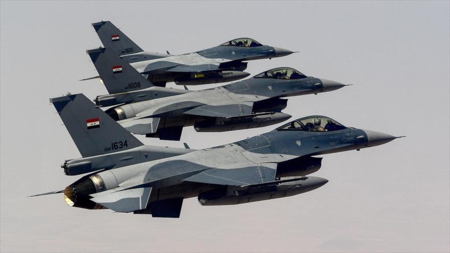 Tres F-16 de la Fuerza Aérea iraquí en pleno vuelo durante entrenamientos, 18 de julio de 2019.