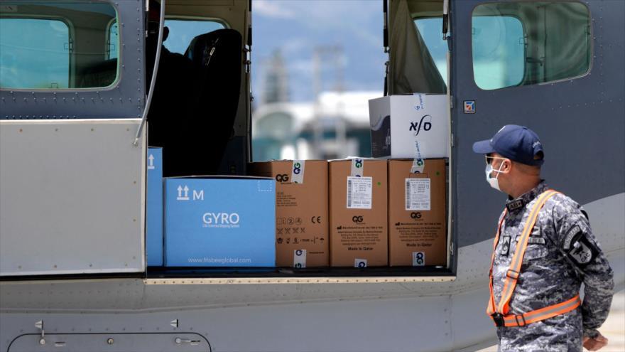 Consignación de 5000 dosis de la vacuna Moderna contra la COVID-19, donadas por Israel, a su llegada a Guatemala, 25 de febrero de 2021. (Foto: AFP)