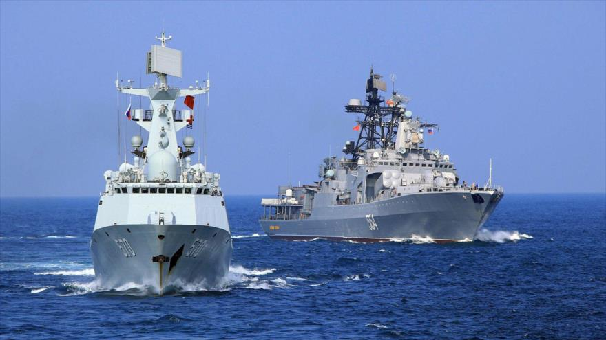 Un barco chino y un barco antisubmarino ruso cruzan el Mar de China Meridional, el 16 de septiembre de 2016, (Foto:AP)
