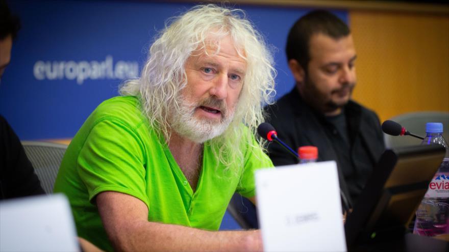 El eurodiputado irlandés Mick Wallace interviene en un coloquio organizado por la Unión Europea (UE).