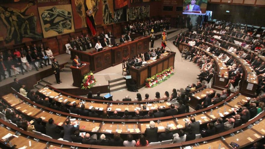 No, a la dolarización: Parlamento ecuatoriano rehúsa ley de Moreno