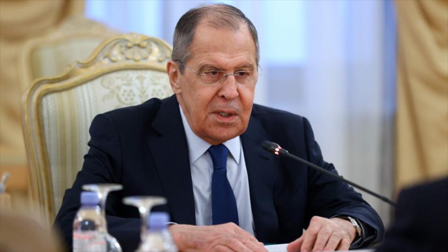El canciller ruso, Serguéi Lavrov, en una rueda de prensa, Moscú, 2 de marzo de 2021. (Foto: AFP)