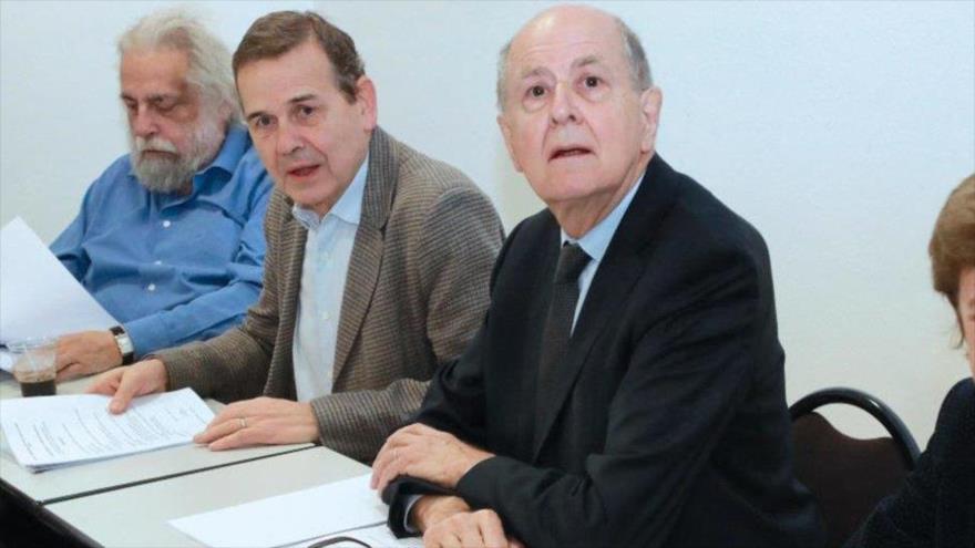 Presidente de la CIASE, Jean-Marc Sauvé (dcha.), y otros miembros de la Comisión, París, 8 de febrero de 2018. (Foto: AFP)