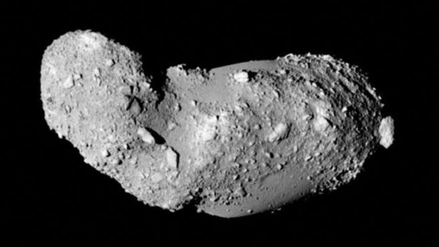 Una vista esquemática del extraño asteroide Itokawa con forma de maní.