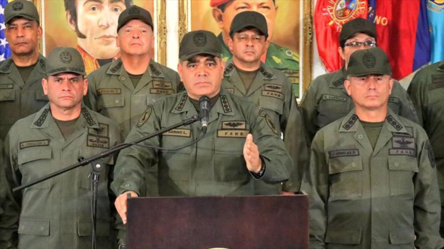 El ministro venezolano de Defensa, Vladimir Padrino López (centro).