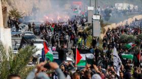 Miles de palestinos protestan contra crímenes de policía israelí