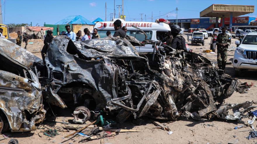 Restos del automóvil destruido en el ataque con coche bomba en Mogadiscio, capital de Somalia, 28 de diciembre de 2019. (Foto: Archivo AFP)