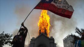 Carabineros reprimen nueva protesta contra Piñera en Santiago