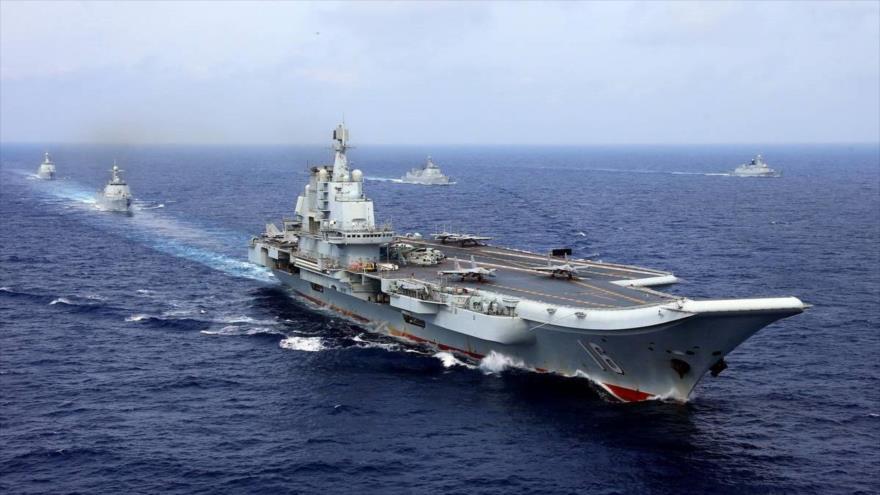 Portaviones chino Liaoning participa en ejercicio militar en el océano Pacífico occidental, abril de 2018. (Foto: Reuters)