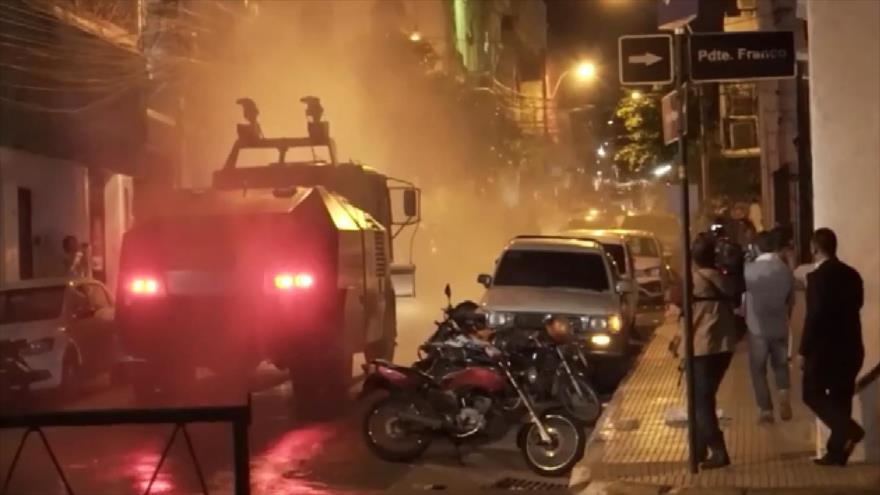 Policía de Paraguay reprime protesta contra presidente Abdo Benítez | HISPANTV
