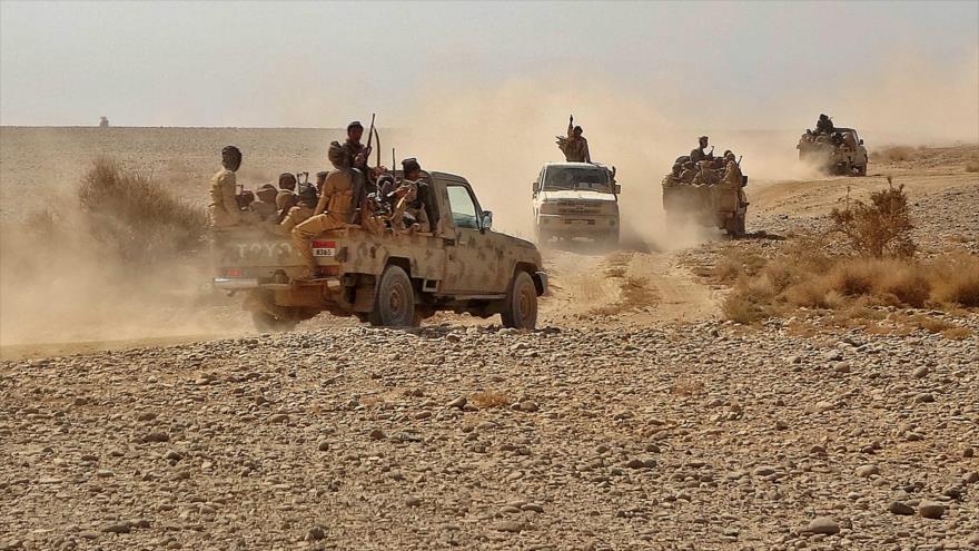 Milicias respaldadas a Arabia Saudí en un área a unos 50 kilómetros al noroeste de Marib, en el centro de Yemen, 22 de noviembre de 2020. (Foto: AFP)