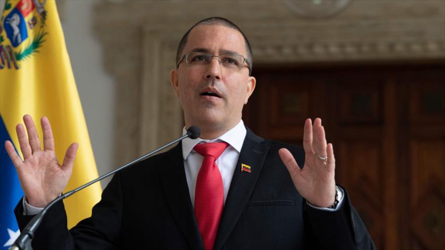 El canciller de Venezuela, Jorge Arreaza, en una rueda de prensa en Caracas, 24 de febrero 2021. (Foto: AFP)