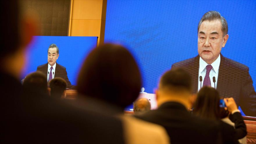 Wang Yi, canciller chino, en una rueda de prensa virtual, en Pekín (capital de China), 7 de marzo de 2021. (Foto: AFP)