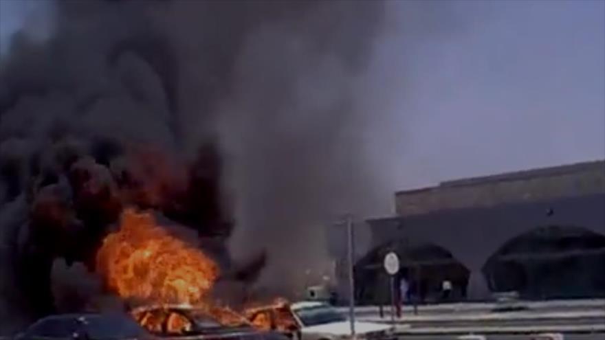 Una captura de un vídeo que muestra una explosión en el aeropuerto de Yida, en el oeste de Arabia Saudí.