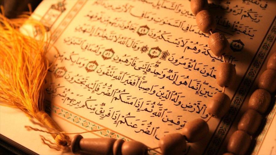 El camino hacia la luz: Sura La arrodillada (Al yacia) , versos 9-14