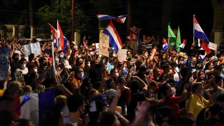 ¿Qué exigen paraguayos en protestas contra Abdo Benítez?