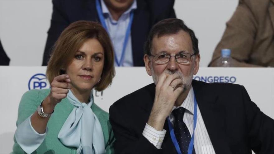 El entonces presidente del Gobierno español Mariano Rajoy junto a María Dolores de Cospedal en el 18º Congreso del PP, celebrado en febrero de 2017. (Foto: EFE)