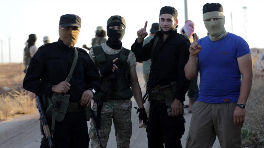 Terroristas de Hayat Tahrir Al-Sham en Idlib, Siria, 18 de julio de 2018. (Foto: Reuters)