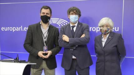 Eurocámara levanta inmunidad a expresidente catalán Puigdemont