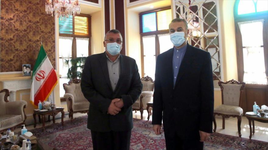 Director general para Asuntos Internacionales del Parlamento iraní, Hosein Amir Abdolahian, (dcha.) y representante del movimiento libanés Amal, Salah Fahs. (Foto: ICANA)