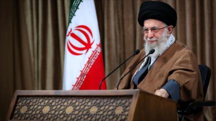 Líder de Irán: EEUU debe abandonar lo antes posible la región