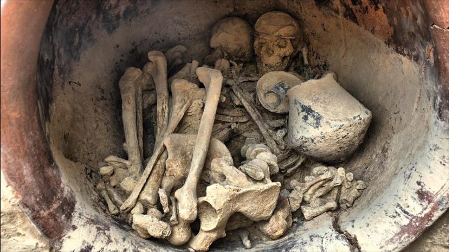 Dos individuos hallados en una tumba de La Almoloya, en el municipio de Pliego (Murcia), España.