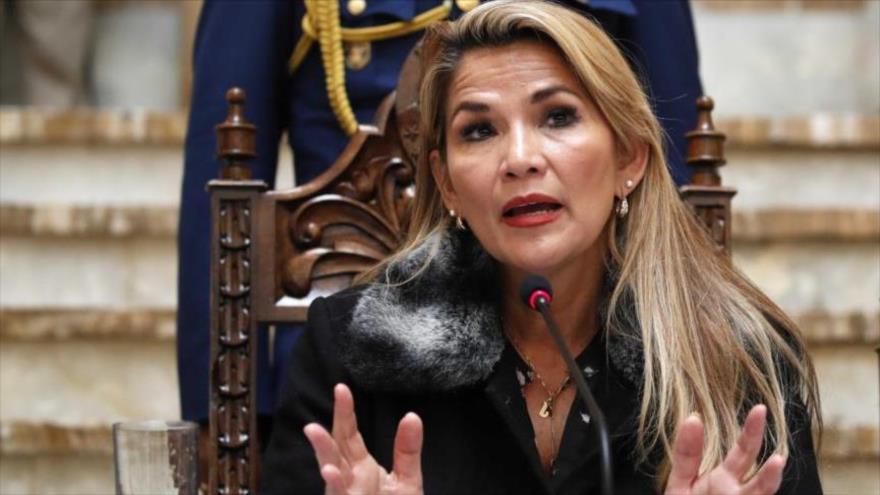 La expresidenta de facto de Bolivia, Jeanine Áñez, en una conferencia de prensa en la Paz, 15 de noviembre de 2019. (Foto: AP)