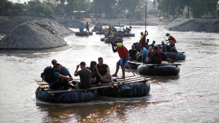 Migrantes de Cuba en ruta a EE.UU. a través del río Suchiate desde Tecun Uman, Guatemala, a Ciudad Hidalgo, México, 7 de abril de 2019. (Foto: Reuters)