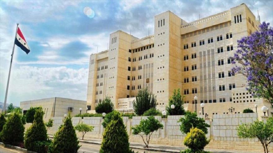 Fachada de la sede de la Cancillería siria en Damasco, la capital.