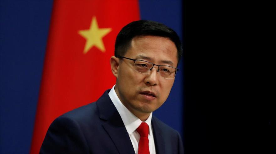 El portavoz de la Cancillería china, Zhao Lijian, habla con las prensas.