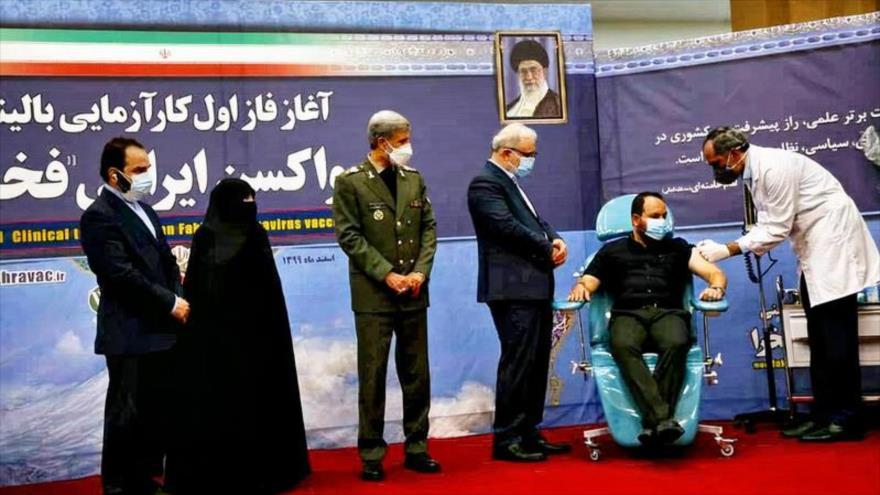 Irán inicia la primera fase de pruebas clínicas en humanos de su tercera vacuna nacional contra la COVID-19, denominada 'Fajra', 16 de marzo de 2021.