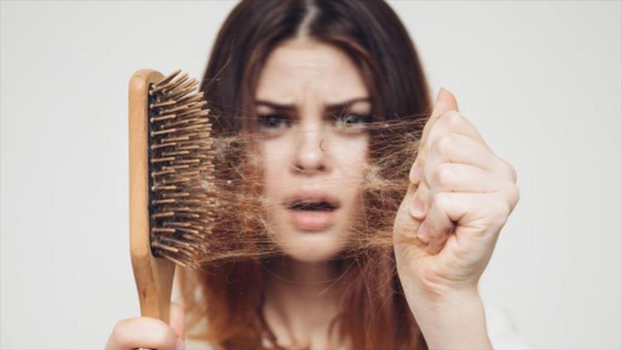 Médicos aseguran que la caída constante del cabello y las uñas frecuentemente quebradizas son señales de anemia.