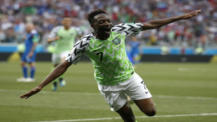 El jugador nigeriano Ahmed Musa tras anotar el segundo gol de su equipo contra Islandia en el Mundial de Fútbol de 2018 en Rusia. (Foto: AP)