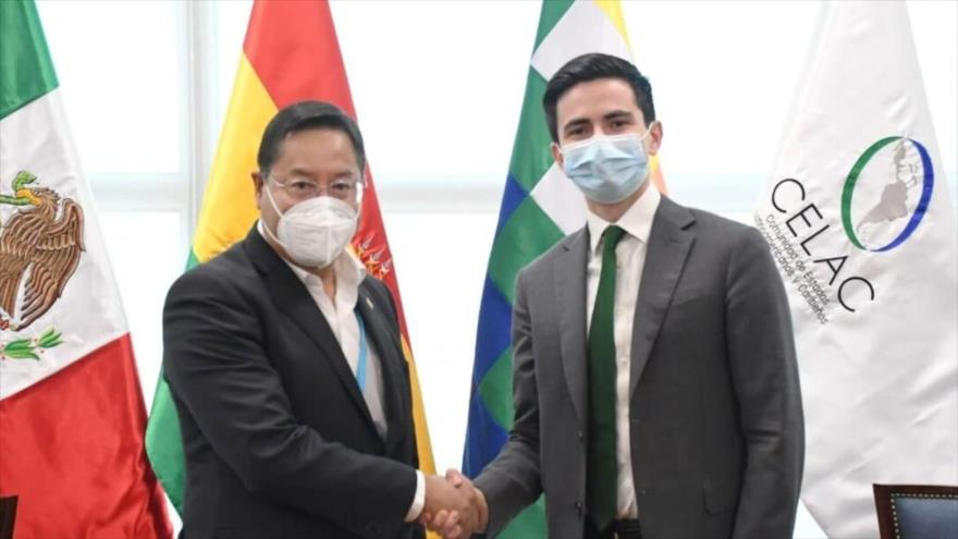 El jefe de Organismos y Mecanismos Regionales Americanos de la Cancillería de México, Efraín Guadarrama (dcha.), y el presidente boliviano, Luis Arce.