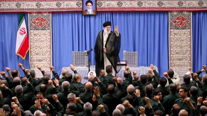 El Líder de Irán, el ayatolá Seyed Ali Jamenei, en una reunión con altos comandantes del Cuerpo de Guardianes, 2 de octubre de 2019. (Foto: khamenei.ir)
