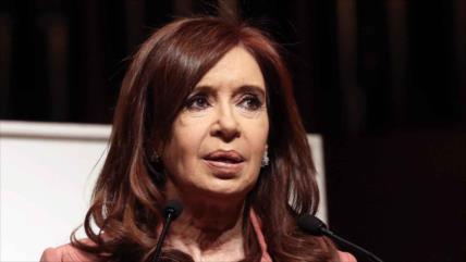 Cristina Fernández renuncia a su sueldo y critica a la Justicia