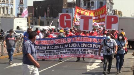 Protestan en Perú contra políticas antilaborales