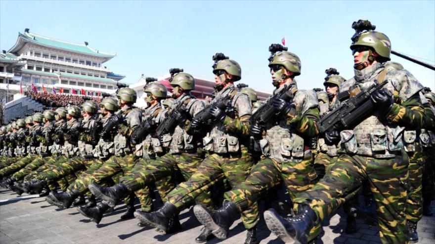 Soldados norcoreanos durante un desfile militar. (Foto: Reuters)
