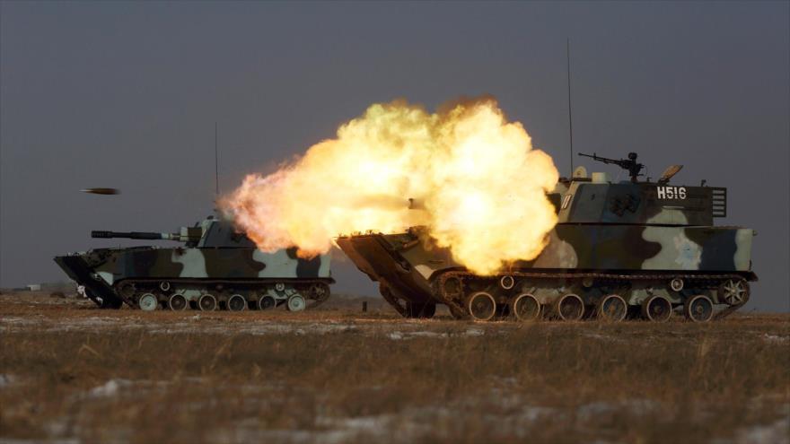 Un tanque del Ejército chino dispara durante un ejercicio militar en una base en la provincia china de Jilin. (Foto: Reuters)