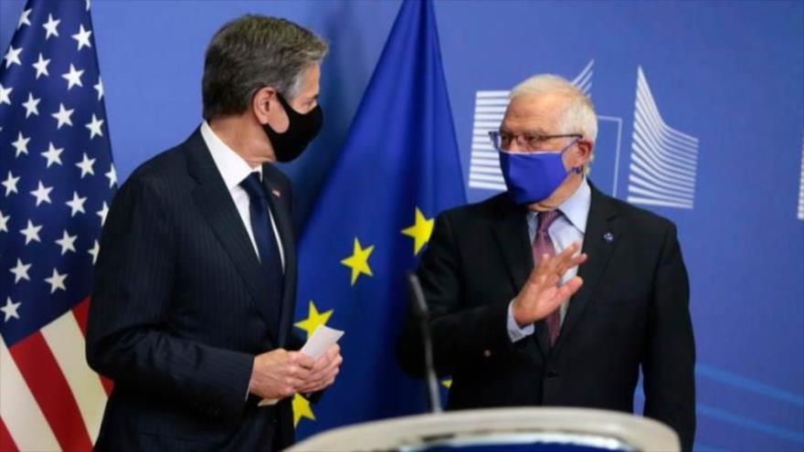 El secretario de Estado de EE.UU., Antony Blinken (izq.), y jefe de la Diplomacia de la UE, Josep Borrell, hablan con la prensa, 24 de marzo de 2021. (Foto: EFE)