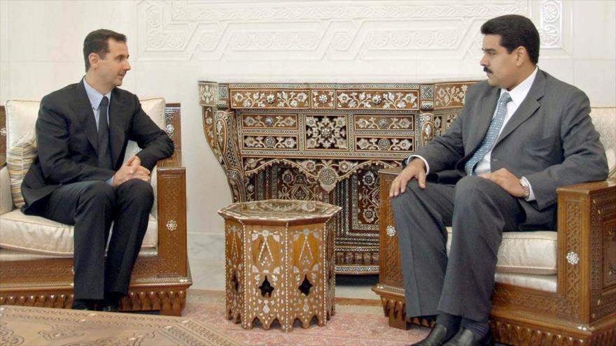 Bashar al-Asad (izda.) y Nicolás Maduro, presidente de Siria y Venezuela, respectivamente.