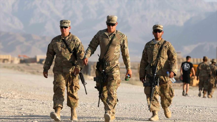 Las fuerzas estadounidenses caminan en su base en la provincia de Logar, en el este de Afganistán, 4 de agosto de 2018.