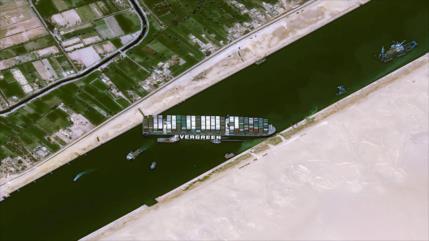 Bloqueo del canal de Suez cuesta $400 millones por hora