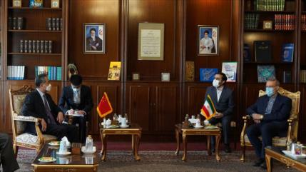Irán y China urgen a cimentar el plan integral de cooperaciones